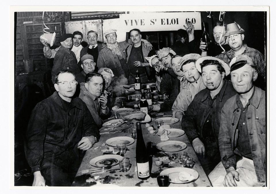 Vue d'une tablée festive lors du banquet de la Saint-Eloi.