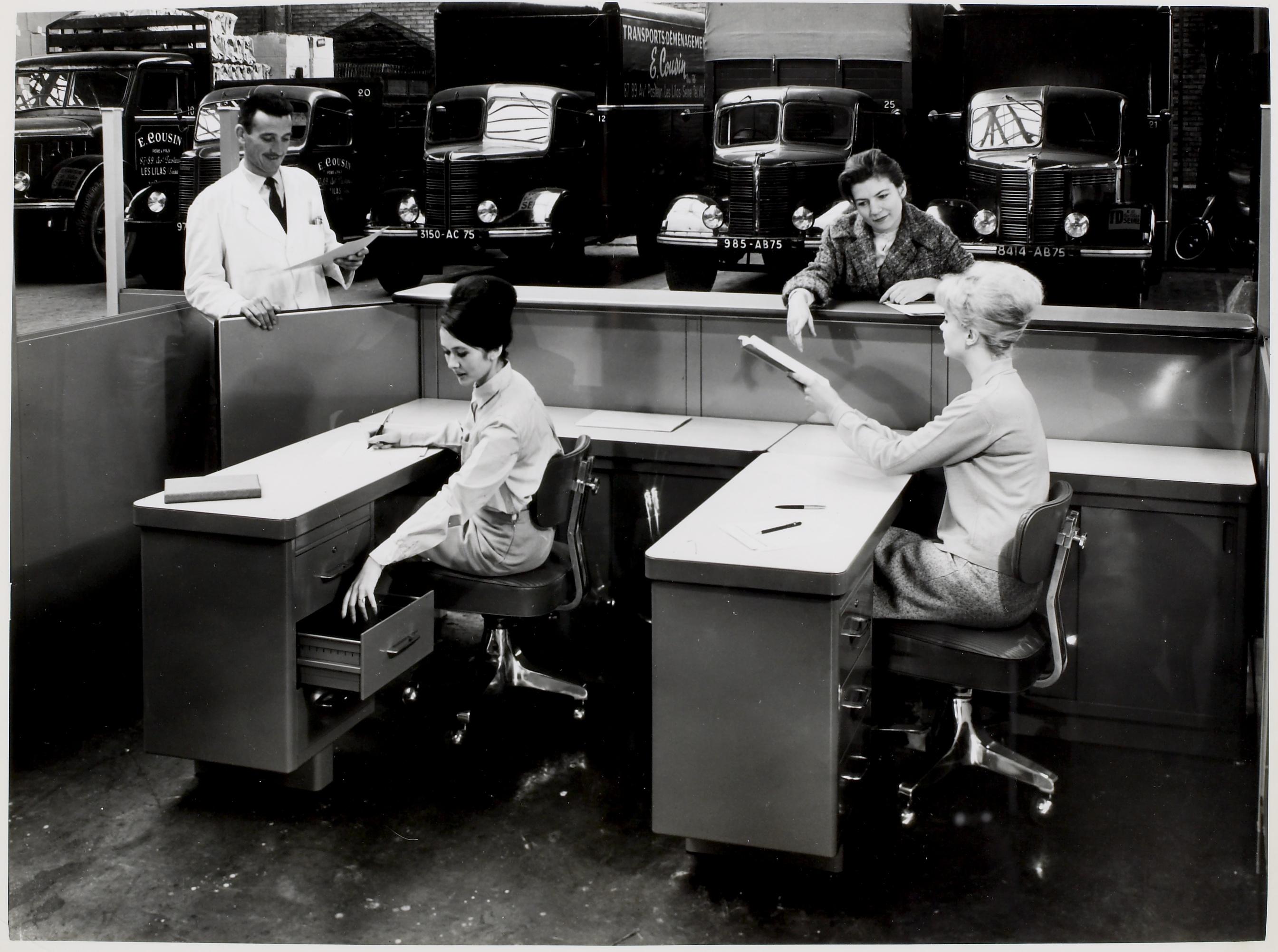 Publicité pour mobilier de bureau : tirage photographique, date & lieu inconnus.