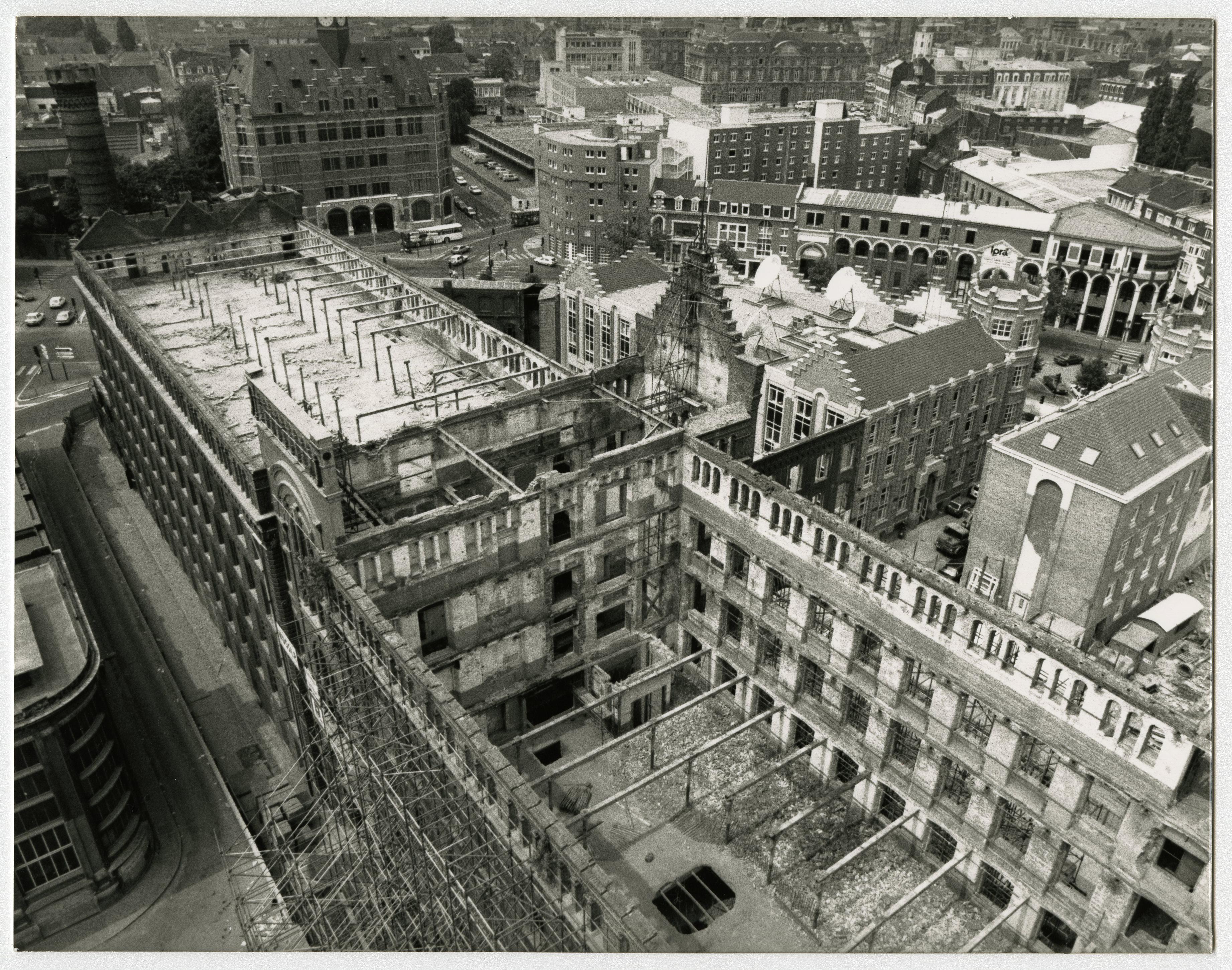 Photographie du chantier de l'aile est du bâtiment
