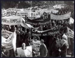 Manifestation régionale contre les licenciements et pour le développement économique : tirage photographique, Lille (Nord), 1965.