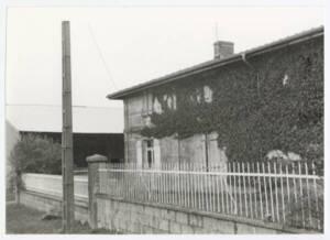 Bâtiment d'habitation au sein d'un corps de ferme : photographie, s.d.