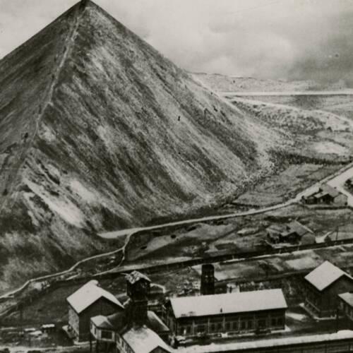 Vue aérienne de l'installation minière de Marles-les-mines (Pas-de-Calais), vers 1930.